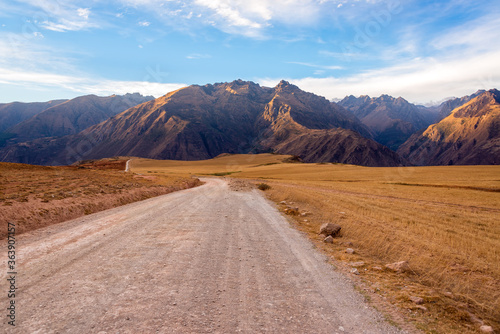 Stampa su Tela Road By Mountain Against Sky At Sacred Valley