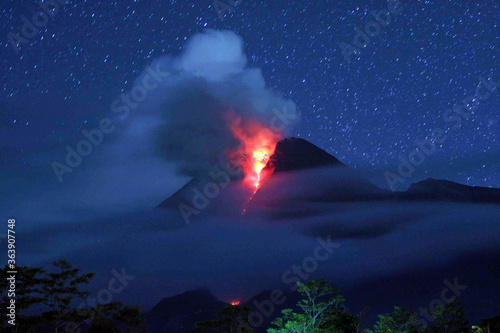 Mount Merapi Eruption In Java Fototapet
