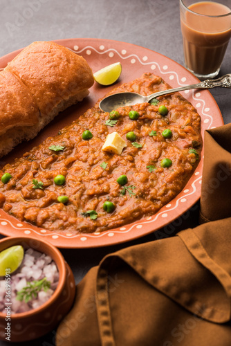 Fototapeta Pav bhaji is a popular Indian street food that consists of a spicy mix vegetable mash & soft buns obraz