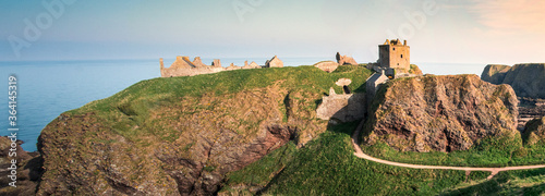 Photo Medieval fortress Dunnottar Castle in sunset
