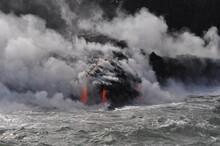Kilauea Volcanic Flow Meets Th...
