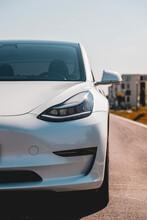 Tesla Von Vorne Seite