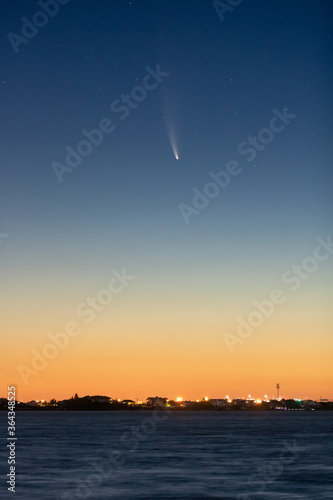 C/2020 F3, or Comet Neowise, rising over the coast in the early morning twilight hours Fototapet