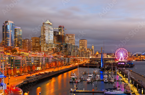 Photo Seattle Skyline Showing the waterfront of Seattle After Sunset