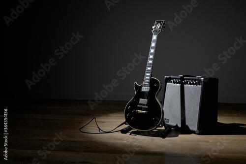 Billede på lærred Electric guitar and amplifier