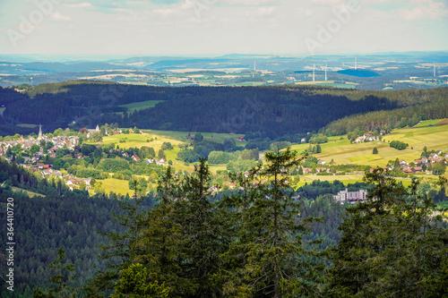 Fototapeta Ausblick im Fichtelgebirge vom Haberstein Schneeberg in die Landschaft im Sommer obraz