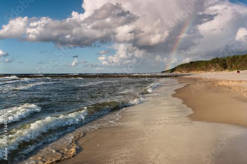 Morze Bałtyckie - tęcza nad plażą