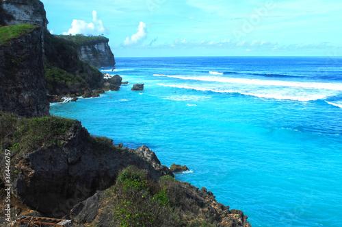 Photo Uluwatu Bali view with beach and rocks