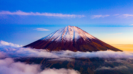 Obraz na Szkle Góry Beautiful scenic landscape of mountain Fuji or Fujisan in Yamanashi Prefecture, Japan
