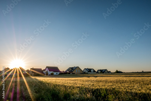 Obraz Neubaugebiet am Ortsrand - fototapety do salonu