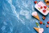 Fototapeta Kawa jest smaczna - Dish with tasty strawberry ice cream on color background