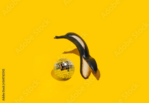 Papel de parede Funny black banana in the shape of a penguin on a yellow background