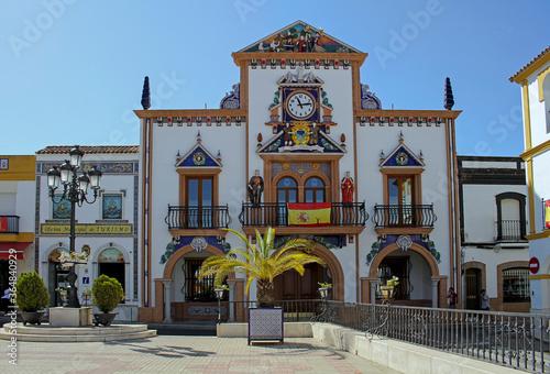 Tablou Canvas Facade of the Palos de La Frontera Town Hall, with allegorical sculptures to the