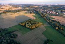 Deutschland, Thüringen, Ellrich, Stadt, Tagebau, Gipsabbau, Windräder.