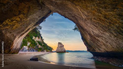 Obraz Cathedral Cove North island new Zealand cave - fototapety do salonu