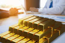A Lot Of Gold Bullion Waiting For Those Who Succeed. Investor Background Is Getting Advice From Advisors.