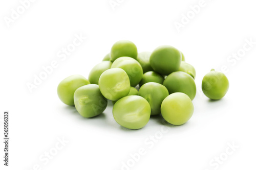 Stampa su Tela Green peas isolated on white background
