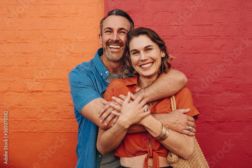 Obraz Affectionate couple embracing each other - fototapety do salonu