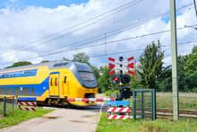 Dutch Yellow High Speed Interc...