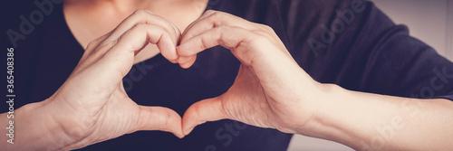 Stampa su Tela Woman making hands in heart shape sign, heart health insurance,social responsibi