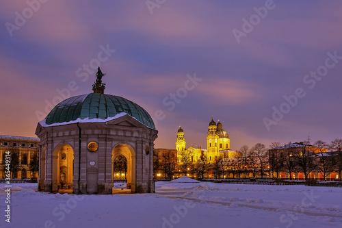Diana Tempel und Theatiner Kirche in München bei Nacht zur blauen Stunde Poster Mural XXL