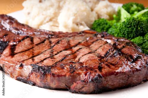 Slika na platnu juicy bbq rib steak with garlic mashed potatoes and brocolli
