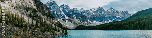 Tela Breathtaking view of turquoise water of Moraine Lake, tourist popular attraction