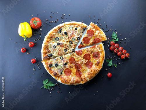Pizza with pepperoni and olives view from above Lerretsbilde