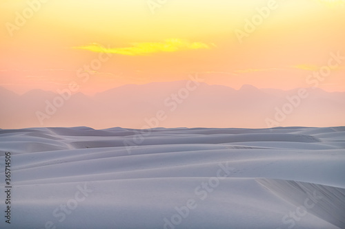 Photo White sands national park monument sand dunes in New Mexico with Organ mountains