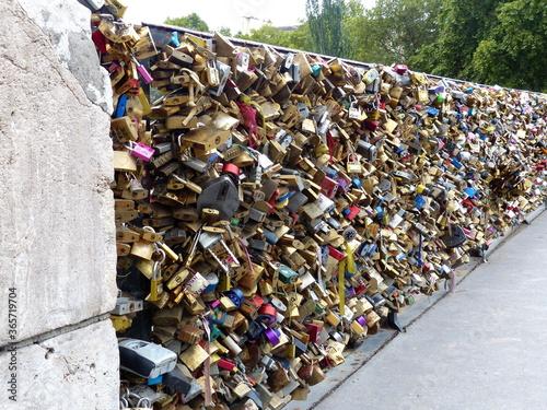 pont des amoureux à Paris Canvas Print