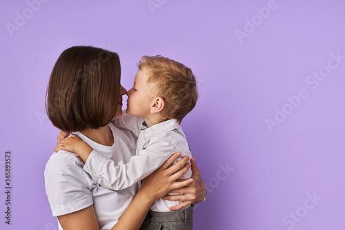 Cuadros en Lienzo portrait of affectionate mother and son isolated over purple background