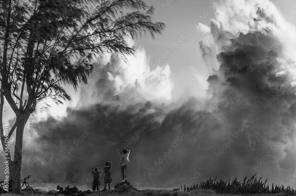 Geyser de déferlante sur côte de Saint-Leu, île de la Réunion