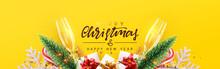 Christmas Banner. Realistic Gl...