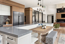 Beautiful Kitchen And Living R...