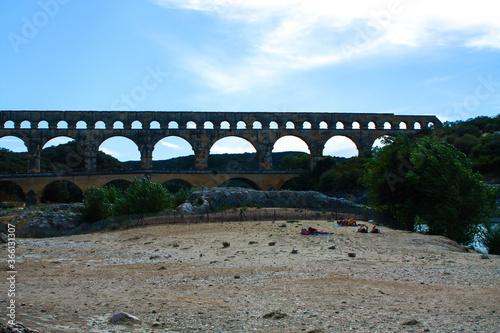 Fototapeta premium Francja , Prowansja , sierpień 2019 , panorama na Pont du Gard