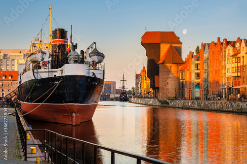Fototapeta Atrakcje turystyczne starego miasta Gdańska, żuraw, Sołdek obraz