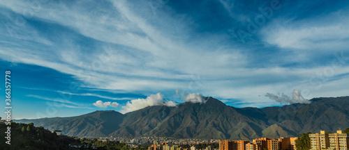 Panorámica de la ciudad de Caracas Venezuela Wallpaper Mural