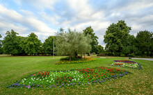The Croydon Road Recreation Ground In Beckenham (Greater London), Kent, UK. The Recreation Ground Is A Park In Central Beckenham That Features Flowers, Trees, A Children's Play Area And Tennis Courts.