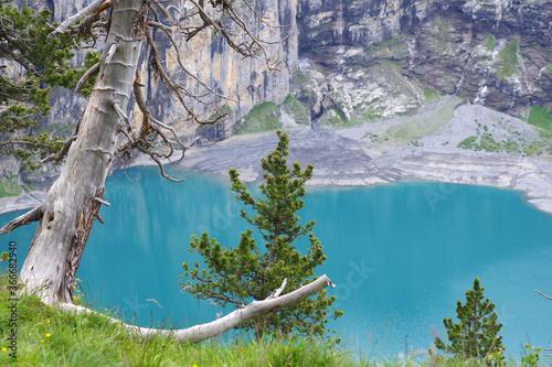 Lac glaciaire aux eaux turquoise Canvas Print