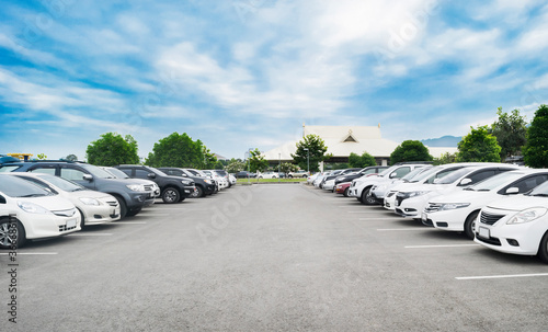 Obraz Car parking in large asphalt parking lot - fototapety do salonu