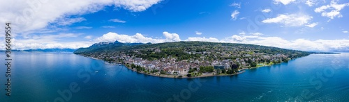 Fotografía Aerial view of Evian (Evian-Les-Bains) city in Haute-Savoie in France