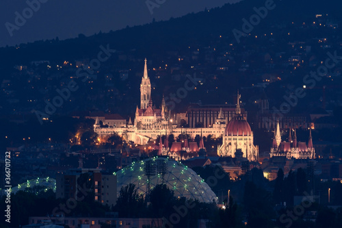 Fotografia Budapest night cityscape with Hungarian parliament builduing Fishermans bastion