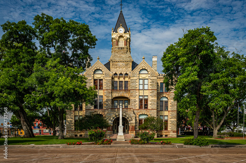 Tableau sur Toile La Grange, Texas / United States - May 31, 2020: East elevation of the historic Fayette County Courthouse in LaGrange, Texas