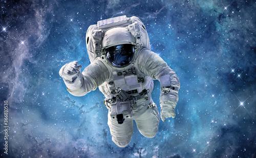 Papel de parede Astronaut in bright galaxy