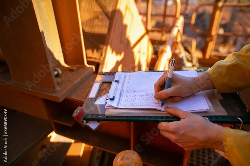 Safe work practices construction worker hand signing safety risk assessment JHA Fototapet