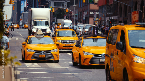 Fotografie, Tablou Yellow taxis on the road in New York City