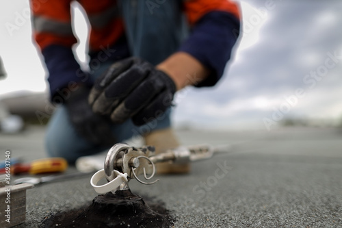 Photo Safety workplace industrial rope access working at heights fall arrest, abseilin