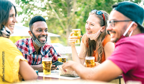 Friends drinking beer with opened face masks - New normal lifestyle concept with Fototapet