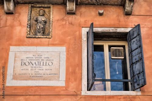 Cuadros en Lienzo padua, italien - fenster mit gedenktafel von donatello an seinem alten wohnhaus
