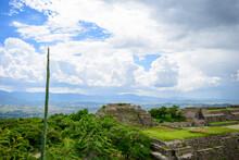 Vistas De Zona Arqueológica Monte Alban Y La Ciudad De Oaxaca, Mexico.